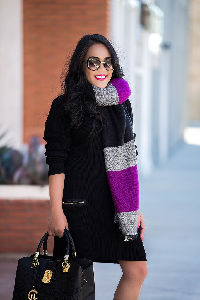 chunky scarf + large black tote